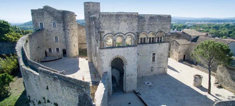 facade-avant-chateau-adhemar-montelimar